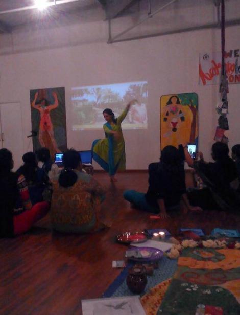 luisa danza alla 1st Biennal ritagliata
